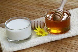 Молоко с медом, маслом и содой и