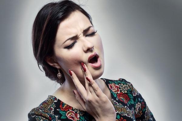 очень сильная зубная боль
