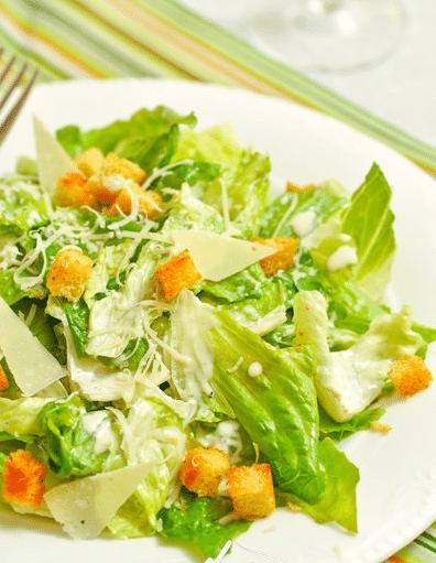 Салат Цезарь с курицей и сухариками классический простой рецепт салата в домашних условиях