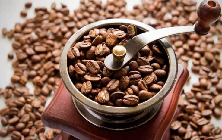 Ручная кофемолка для помола кофе