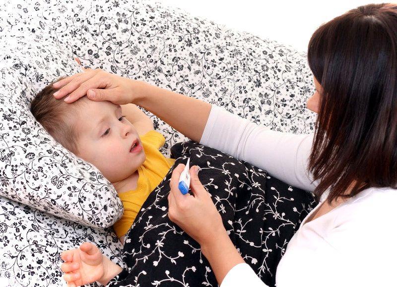 Что делать при гипертермии у детей: неотложная помощь