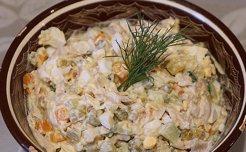 Праздничные рецепты оливье с курицей и свежими огурцами на Новогодний стол 2018