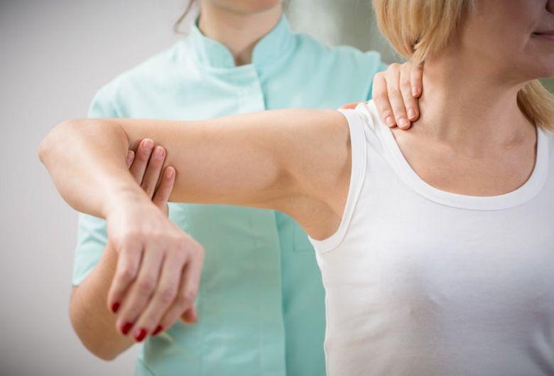 Что делать при растяжении мышц и связок плеча