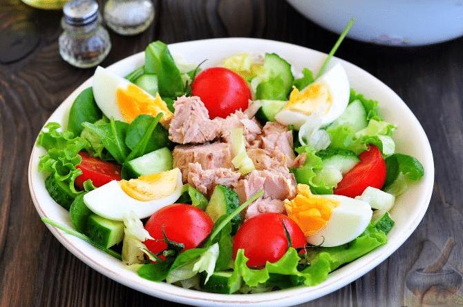 Салат с тунцом консервированным, помидорами и фасолью. 6 пошаговых фото рецептов
