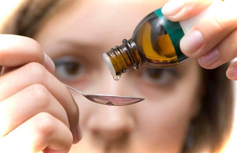 Как должна оказываться помощь при передозировкепрепаратами и лекарствами?