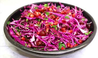 legkij-salat-iz-kapusty-s-granatovymi-zernami