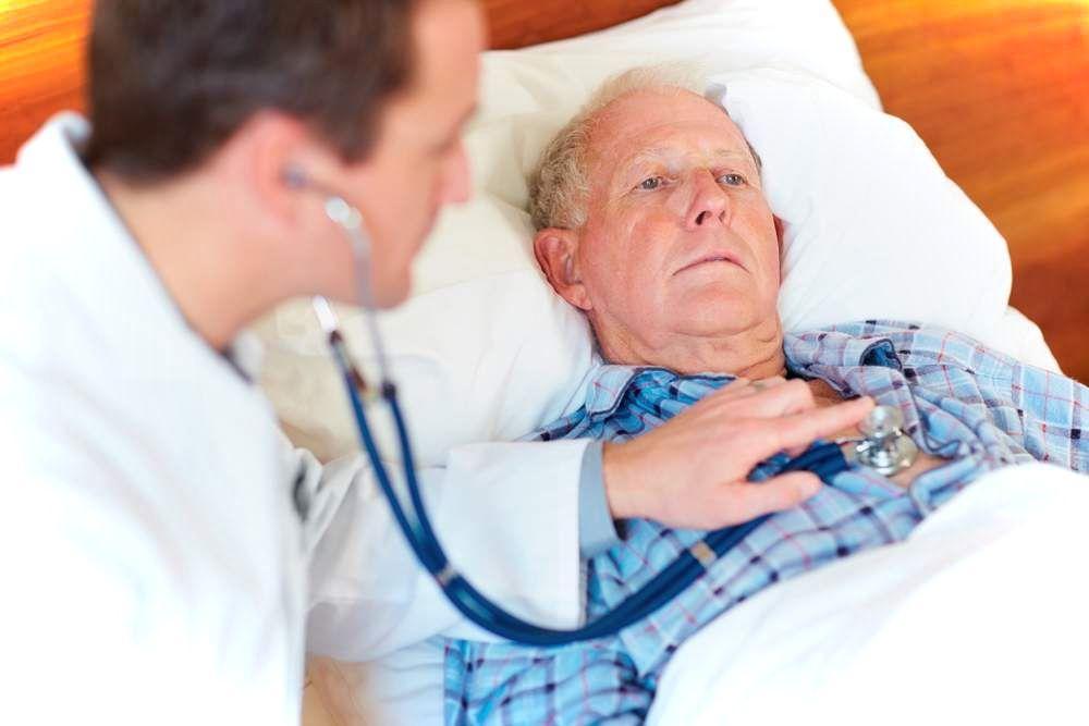Больному при гипертоническом кризе запрещено приседать