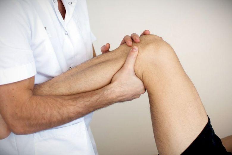 Что делать при растяжении связок коленного сустава
