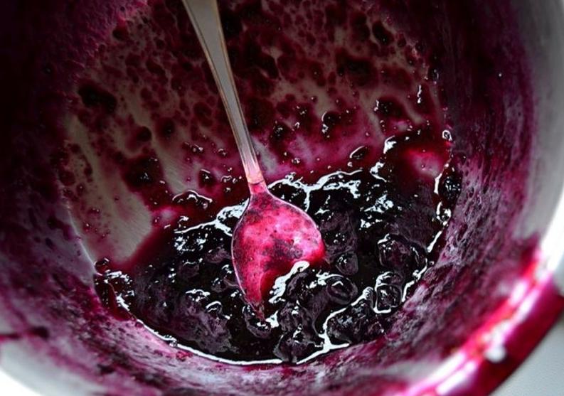 Рецепт варенья из черники на зиму с цельными ягодами: как сварить (приготовить) черничное варенье