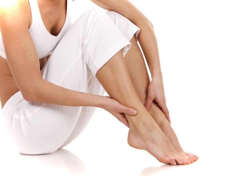 Первая помощь при судорогах в ногах: чем можно помочь
