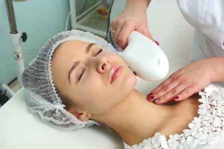 Удаление волос с лица дома или в салоне