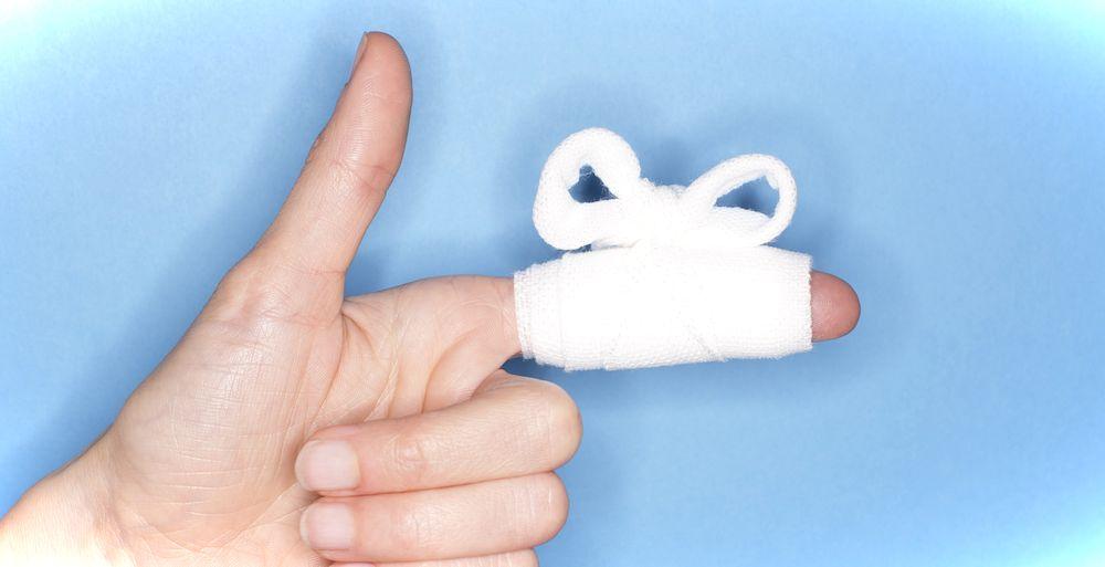 Как остановить кровь, если сильно порезала палец?