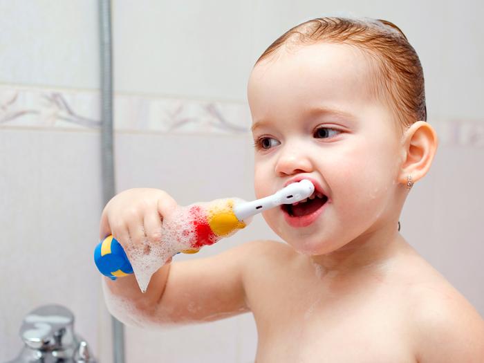 Как удалить зубной камень народными средствами