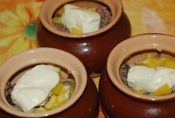 Фарш с картошкой в горшочке