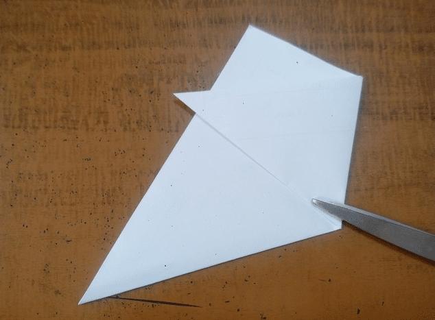 Как сделать снежинку из бумаги своими руками, вырезаем новогодние снежинки по шагам