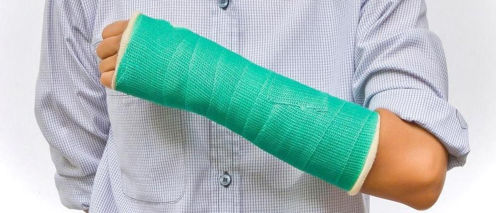Первая помощь при закрытом переломе
