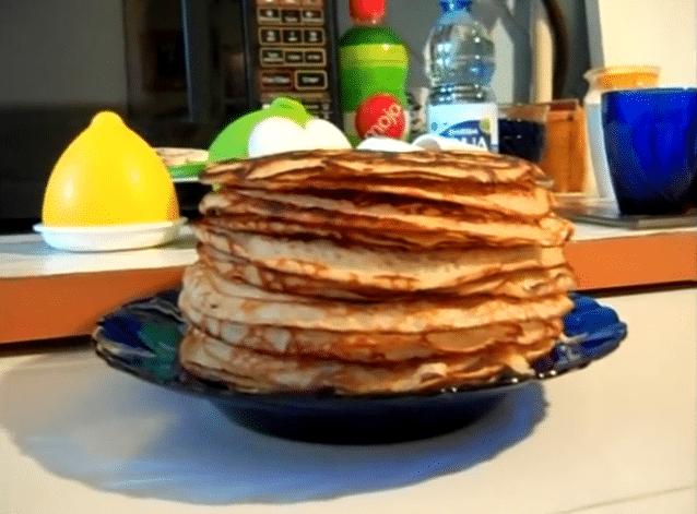 Блины на кефире с кипятком — 4 рецепта с фото пошагово!