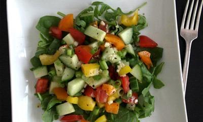 ovoshchnoj-salat-s-chesnochnoj-zapravkoj